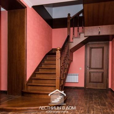 Металлическая лестница с отделкой из дуба г. Ногинск