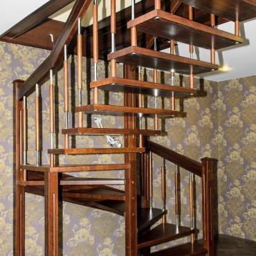 Лестница на больцах с комбинированными балясинами,  г. Ногинск и Московская область