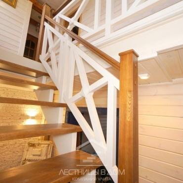 Лестница для дома из сосны - ограждение крест, г. Куровское